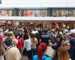 Редови и невероватна гужва на отварању H&M у Нишу! (ФОТО)