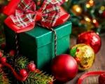 Migranti delili novogodišnje paketiće deci u Bosilegradu