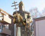 Spomenik Nemanjićima izvajan u Aleksincu