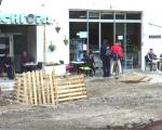 Касне радови на уређењу главног трга у Нишкој Бањи (ВИДЕО)