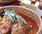 Стари рецепти југа Србије: Зачињена старопланинска овчетина у лонцу са белим вином