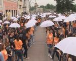 Данас тачно у подне матуранти плешу: 15. матурантска парада у Нишу
