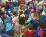 Pčelicin radostan karneval mališana u poseti GO Medijana