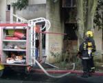 Novi požar u Nišu:  Komšije policajci spasili čoveka iz stana u plamenu
