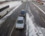 Снег успорава саобраћај, опрез због поледице