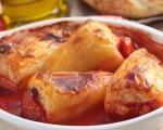 Stari recepti juga Srbije: Prve punjene paprike sa mesom, zapečene u paradajz sosu