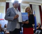 """Синоћ уручена награда """"Рамонда сербика"""" Звонку Карановићу"""