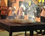 """Без """"Роштиљијаде"""" у Лесковцу - """"мајстори"""" пљескавицом од 30 килограма обележили фестивал хране"""