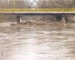 Речна депонија испод моста у Доњој Врежини