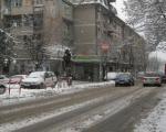 Због снега и леда скраћене градске и приградске линије