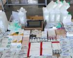 Lekovi, nakit, parfemi i detrdžent u navodno praznom kombiju