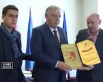 FK Radnički uručio zahvalnicu predsedniku FS Srbije