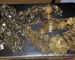 Шверц златног накита вредности скоро милион динара