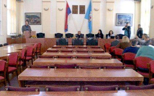 Празна сала локалног парламента у Алексинцу