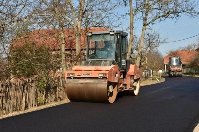 Нови асфалт од Велепоља до Палиграца