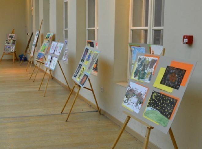 """Уз велико интересовање медија отворена изложба радова деце са аутизмом """"ЦРТЕЖОМ ТИ ПРИЧАМ 2"""""""