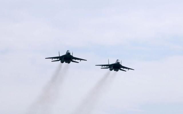 Војни авиони на небу изнад Ниша и околине