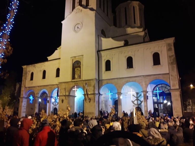 Бдење и паљење Бадњака у Саборној цркви (ФОТО)