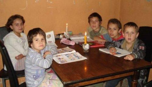 Mali Milivojevići: Uče uz sveću i nemaju toplu vodu, Foto: B.J. Blic