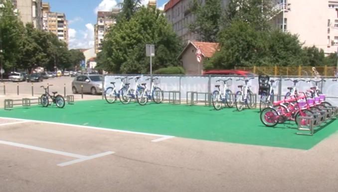 """Они који паркирају на паркиралишту """"Чаир"""" добијају на коришћење 4 бицикла за децу"""