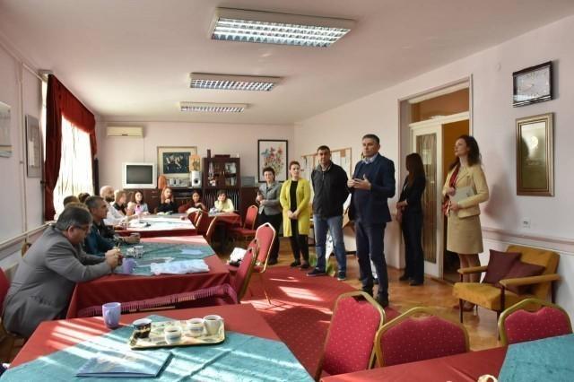 """Банђур и Костић у посети Специјалној школи """"Бубањ"""""""