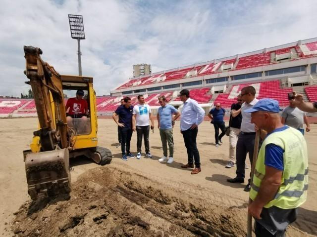 "Реконструкција терена на стадиону ""Чаир"""