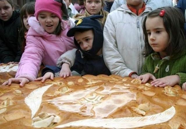 У Лесковцу данас први пут ломљење чеснице