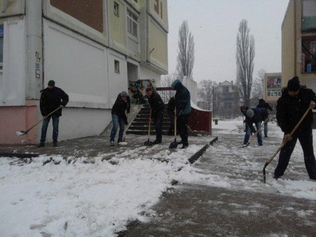 Opštinari čistili sneg u Leskovcu