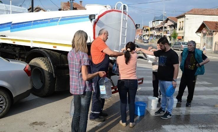 Проблем водоснабдевања у Прокупљу након поплава - цистерне са водом у деловима града