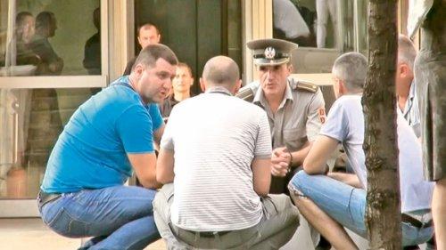 Мајор Младеновић у време протеста испред зграде Министарства одбране Фото: Фонет