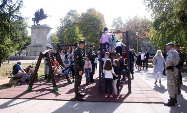 Нови мобилијар, за безбедну игру деце на Тргу краља Александра