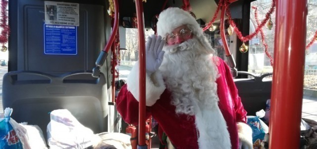 Деда Мраз из градског аутобуса