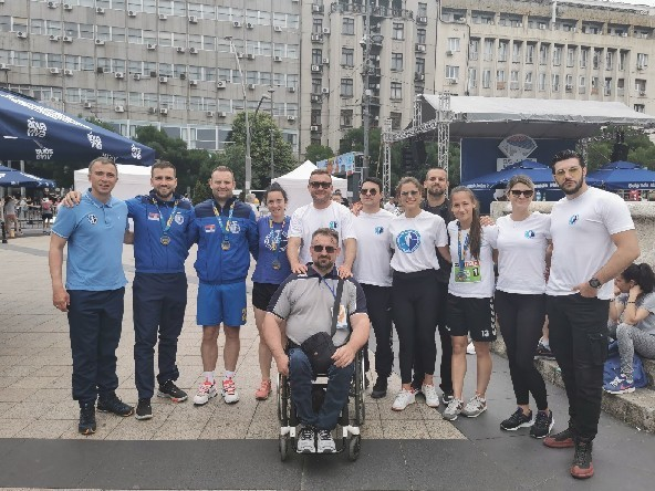 Profesori i sudenti  niškog DIF-a zajedno na 34. Beogradskom maratonu