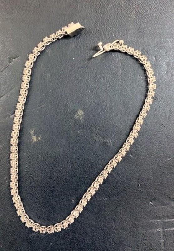 На Мердару заплењен дијамантски накит и вредна збирка антиквитета