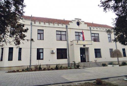 Brojne malverzacije... Dom srednjih škola u Nišu