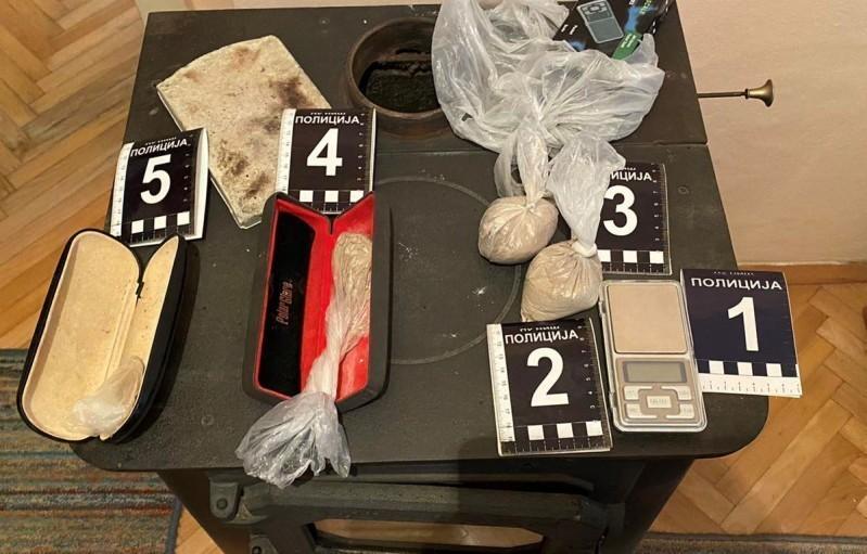 U stanu Nišlije pronađen heroin i metadon