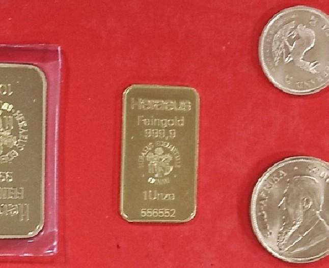 """Златне плочице и дукати вредности више од милион динара """"случајно"""" у џепу сакоа"""