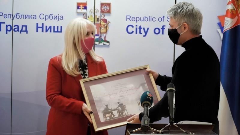 """Награда """"Стеван Сремац"""" најбољу прозну књигу додељена Елведину Незировићу"""