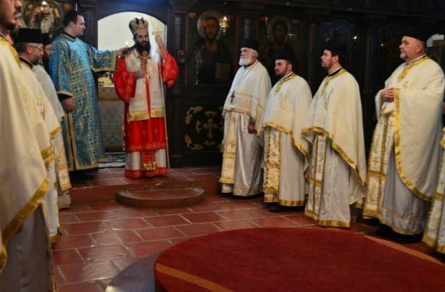 Episkop niški Arsenije, na dan Svetog Stefana, u leskovačkoj crkvi Odžakliji