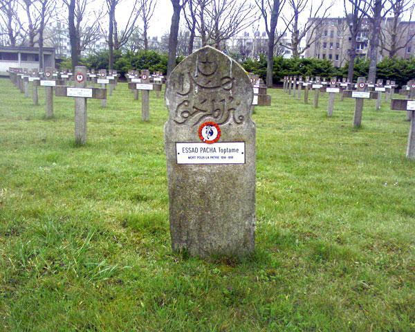 Grob Esad-paše Toptanija u Parizu