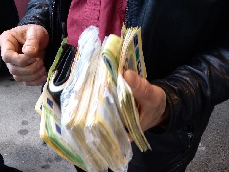 У чарапама и јакни сакривено 80 хиљада евра