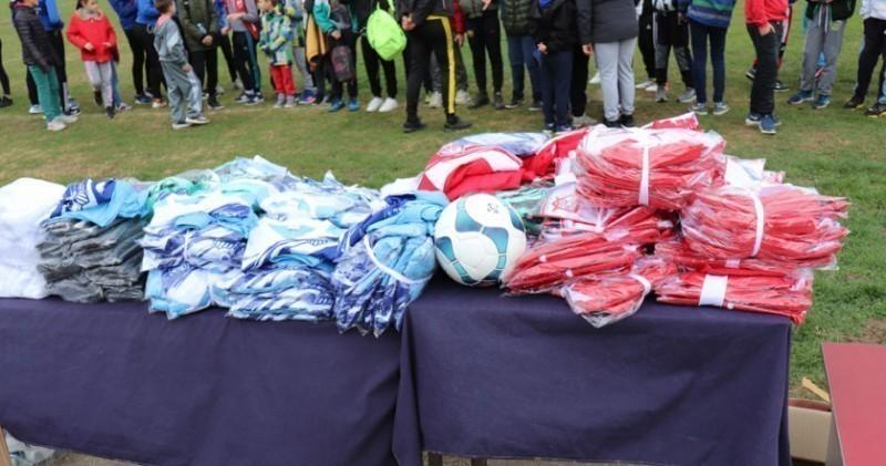 """Након Вучићеве посете Куршумлији, стигла опрема за мале фудбалере из ОФК """"Косаница"""""""
