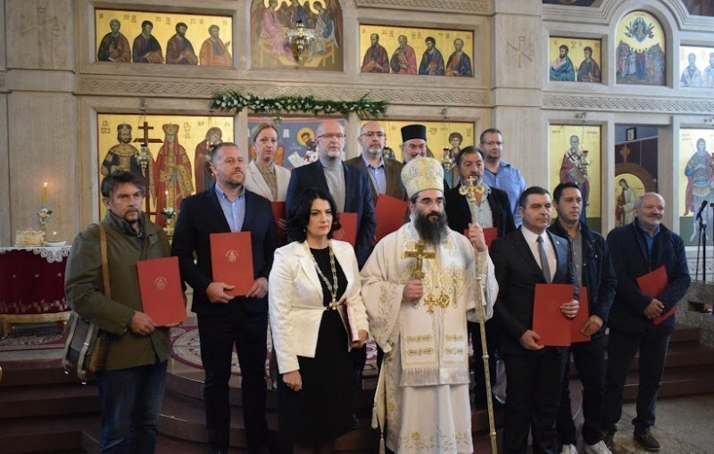 Владика Арсеније уручио Граду Нишу орден Св. Романа Ђунишког првог степена