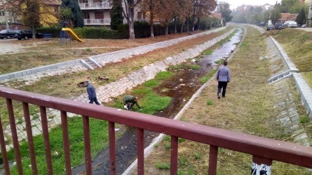 Заштита од поплава: Кажњеници и радници Медиане чистили Габровачку реку у организацији највеће градске општине