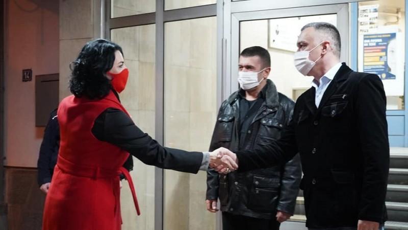 Градоначелница Ниша одмах иза поноћи обишла ПУ Ниш - грађани поштовали мере