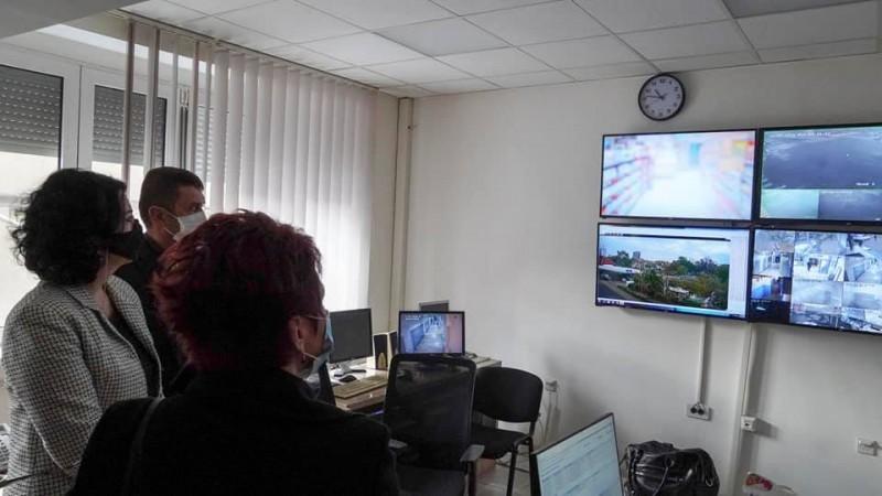 Град нишкој Полицијској управи предао вредну опрему - ускоро камере на 70 локација