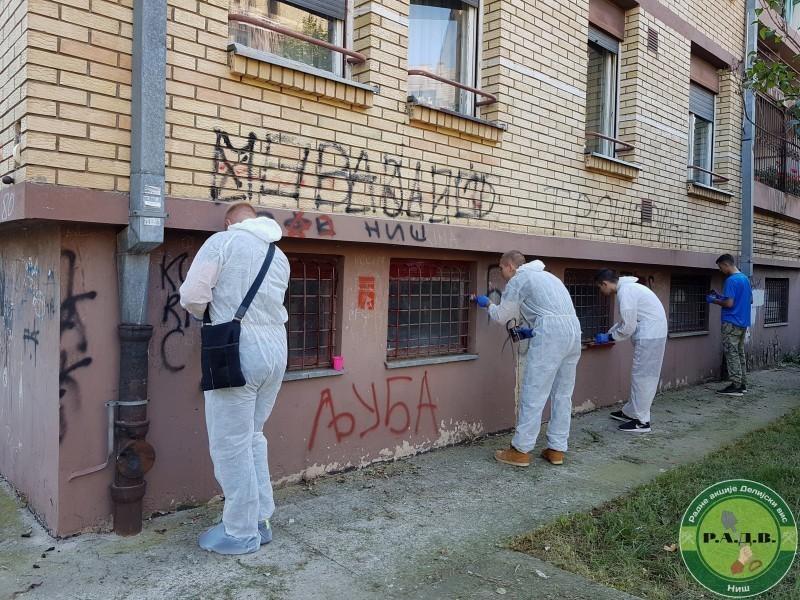 Уклањање расистичких и националистичких графита