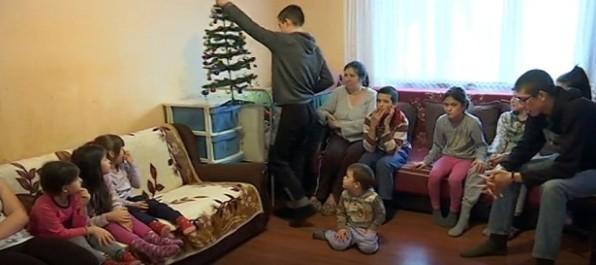 Владичин Хан: Породица са десеторо деце (ВИДЕО)