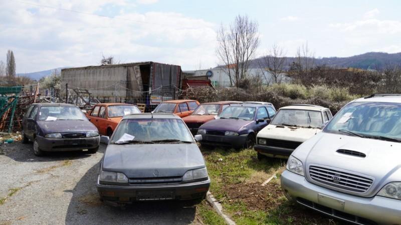 Позив власницима хаварисаних возила да их уклоне са јавних површина