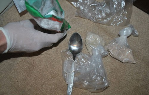 Заплењено 4 килограма хероина, ухапшена једна особа код Бујановца